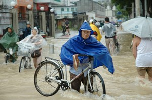 People make their way through flooded streets as Typhoon Talim hits the city in Fuzhou, Fujian Province of China. (China Photos/Getty Images)