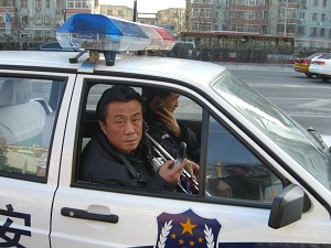 Mr. Qi Zhiyong in a police vehicle, Mr. Qi was taken by the National Security officers for questioning at 4.00pm on February 9. (The Epoch Times)
