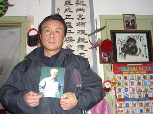 Qi Zhiyong was under house arrest on February 9. During the Chinese New Year holidays, He was mourning the loss of the former Chinese Premier Zhao Ziyang that had been put under house arrest for 16 years because he was against the Tiananmen massacre. (He was unable to attend Zhao's memorial service the previous month because he was also under house arrest then.) (The Epoch Times)