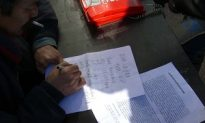 Photo Report: Petitioners Eagerly Sign up to Join the Hunger Strike