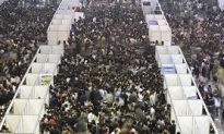 China's Graduates Face Low Rates of Employment and Reduced Salaries