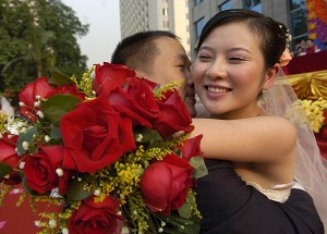 A Guangzhou couple on their wedding day. (China Photos/Getty Images)
