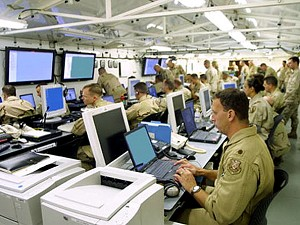 """Soldiers monitoring computer screens inside the U.S. Central Command's (CENTCOM) """"Deployable Headquarters."""" Communist Chinese computer spies attacked U.S. military networks, and are now claiming their own were also attacked. (Gary P. Bonaccorso/Getty Images)"""