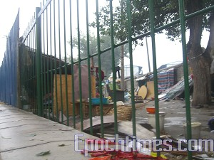 A Beijing petition village being demolished by force, September 14, 2007. (The Epoch Times)
