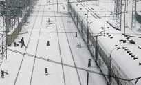 Over Half Million Expected Stranded at China Rail Station