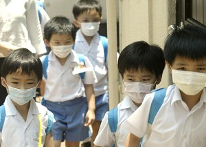File photo from 2003 showing school children in Hong Kong wearing masks to protect against SARS. (Peter Parks/AFP/Getty Images)