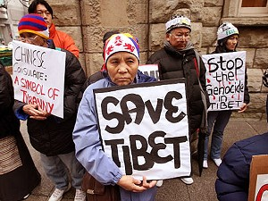 Demonstrators call for an end to communist China's genocide in Tibet at the Chinese consulate in Chicago, Illinois. (Scott Olson/Getty Images)
