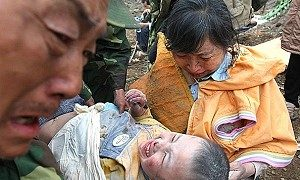 China Races to Bury Quake Dead, Manage Survivors