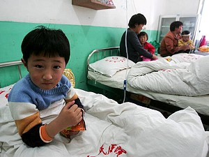 A young girl suffering from the hand, foot and mouth disease caused by the enterovirus 71, undergoes treatment in a hospital in Fuyang of Anhui Province, China. (China Photos/Getty Images)