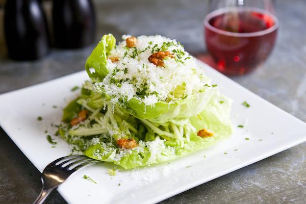 Apple walnut salad: Bibb lettuce, spiced walnuts, and parmesan vinaigrette. (Samira Bouaou/Epoch Times)