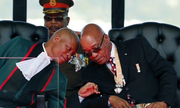 South African President Jacob Zuma (R) and Chief Justice Mogoeng Mogoeng (L) at the inauguration ceremony of Zuma, in Pretoria, South Africa, on May 24, 2014. (Siphiwe Sibeko/AP)