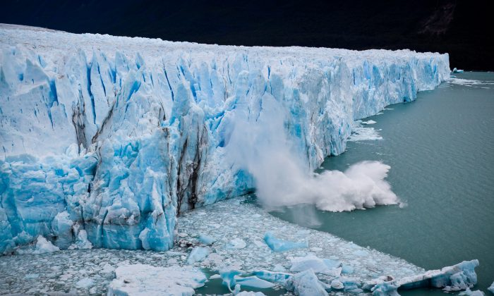"""""""We need to understand how these glaciers are moving and how they are melting at their front. If we want to answer those questions, we need to know what's occurring with the meltwater being discharged from the glacier,"""" says Timothy Bartholomaus. (Credit: ravas51/CC BY-SA 2.0)"""