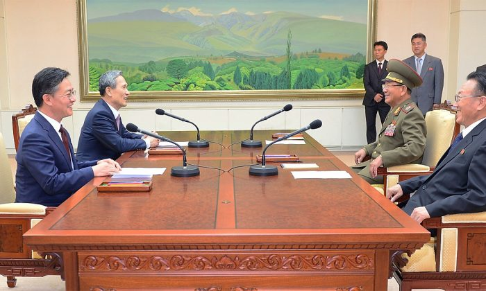 Senior North Korean official responsible for South Korean affairs, South Korean presidential security adviser, North Korea' top political officer for the Korean People's Army and South Korean Unification Minister talks after their meeting at the Panmunjom on August 25, 2015 in Paju, South Korea. (South Korean Unification Ministry via Getty Images)