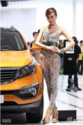 Chinese model Men Jiahui models a car. (Screen shot/Sina Weibo)