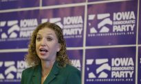 Debbie Wasserman Schultz Joins Hillary Clinton's Campaign as 'Honorary Chair'