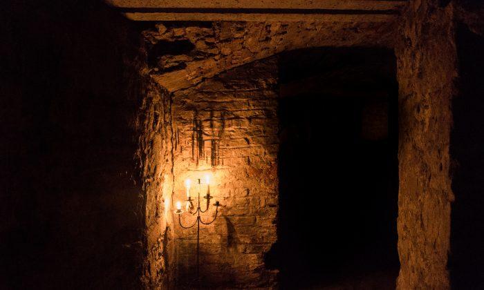 Underground vaults in Edinburgh, Scotland. (FW42/Flickr/CC BY)