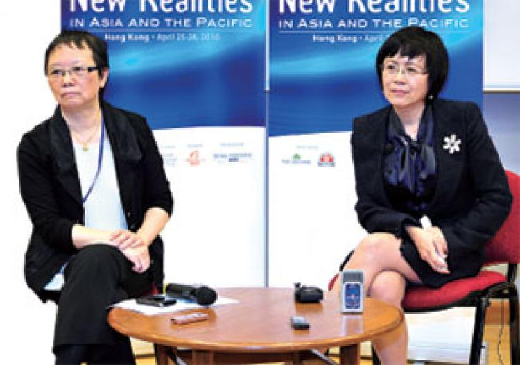 Hu Shuli in a Q&A session during the International Media Conference in Hong Kong in April. (Sima Ri/New Epoch Weekly)