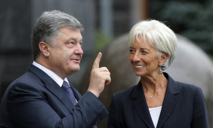 Ukrainian President Petro Poroshenko (L) and Managing Director of the International Monetary Fund Christine Lagarde at a meeting in Kyiv, Ukraine, on Sept. 6, 2015. (Sergei Chuzavkov/AP)