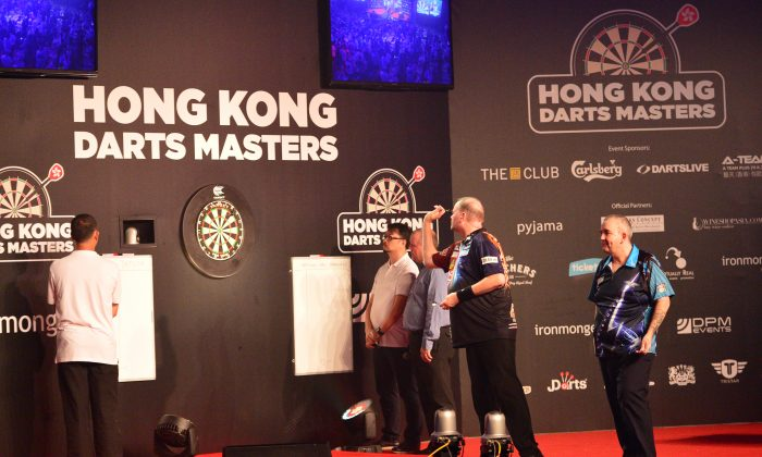 Raymond Van Barneveld of the Netherlands nails a triple 20 at the start of this game in the final of the Hong Kong Darts Masters 2015 against No.1 seed Phil Taylor in Hong Kong on Saturday Sept 5, 2015. Barneveld went on to win the best of 21 legs final 11-6. (Bill Cox/Epoch Times )