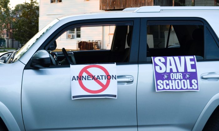 Vehicle with sign opposing annexation petition in Kiryas Joel on Sept. 8, 2015. (Yvonne Marcotte/Epoch Times)