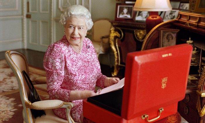 (Mary McCartney/Queen Elizabeth II via AP)
