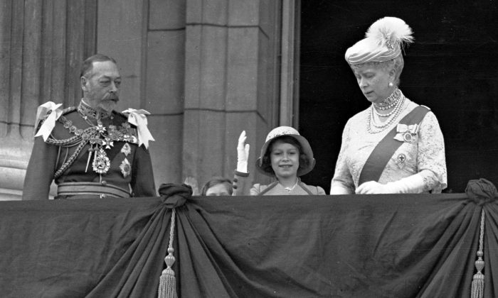 Britain's Queen Elizabeth II, then Princess Elizabeth, centre, waves as she stands  on the balcony of Buckingham Palace, London, with her grandparents King George V and Queen Mary, in this May 6, 1935  photo. (AP Photo)