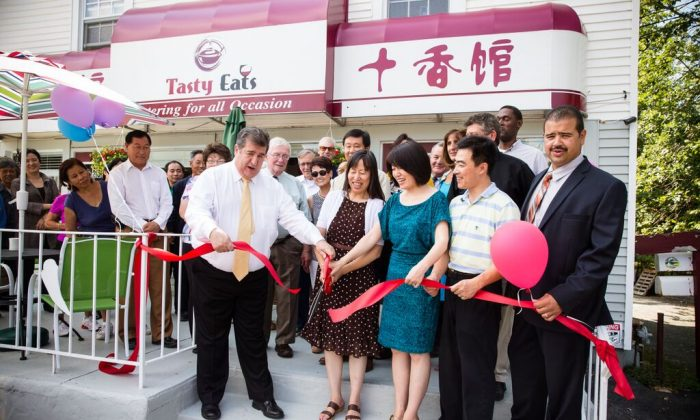 Middletown officials, local residents, and the ownes of Tasty Eats restaurant at a ribbon cutting ceremony for the restaurant at 211 Monhagen Ave. in Middletown on Sept. 9, 2015. (Edward Dai)