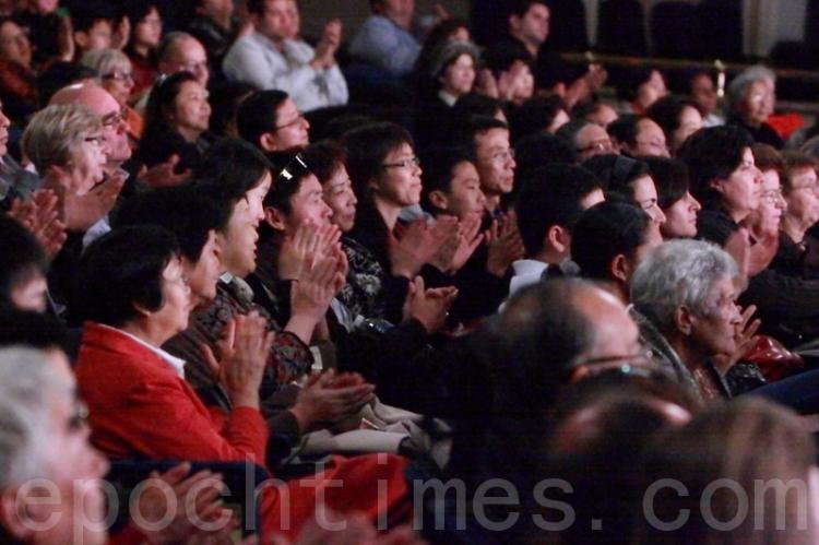 Saturday's audience enjoying the performance. (Sam Li/The Epoch Times)