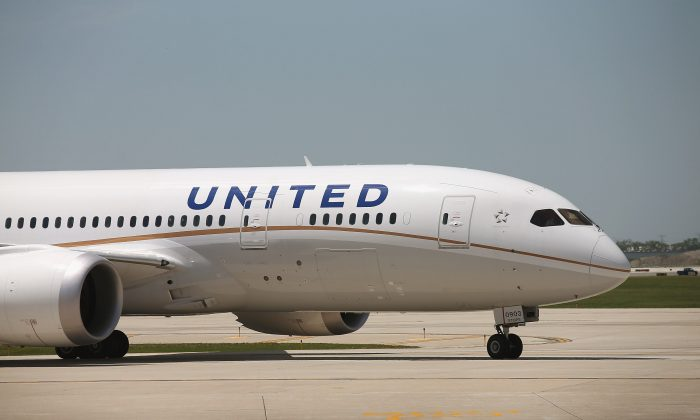 A United Airlines Boeing 787 Dreamliner taxis to a gate at O'Hare International Airport after taking off from Houston with United CEO Jeff Smisek, Boeing Company CEO Jim McNerney and more than 250 other passengers on board May 20, 2013 in Chicago, Illinois. (Scott Olson/Getty Images)