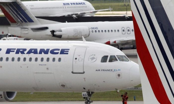 The French government has appealed to the patriotic sentiments of France's major airline, Air France, requesting that it rethink its decision to order airplanes from Boeing. (Joel Saget/AFP/Getty Images)