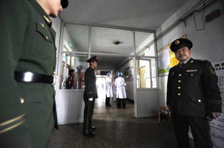 On April 7, policemen were guarding Hejin People's Hospital and forbid reporters and family members from entering. According to reports, 106 miners were rescued in the second batch of rescues, and most were brought to the Hejin People's Hospital. (Getty Images)