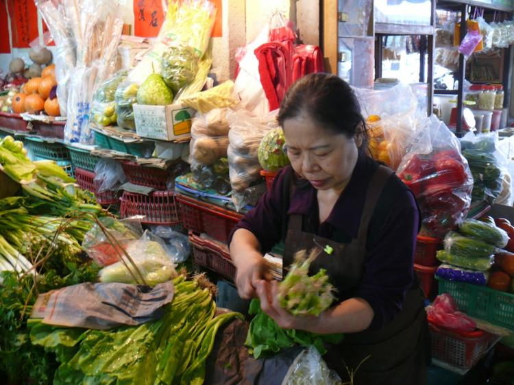 PHILANTHROPIST: Ms. Chen Shu-chu at her vegetable stall in a market in eastern Taiwan's Taitung County.  (The Epoch Times)
