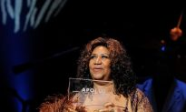Aretha Franklin Dies at Age 76, Confirms Publicist