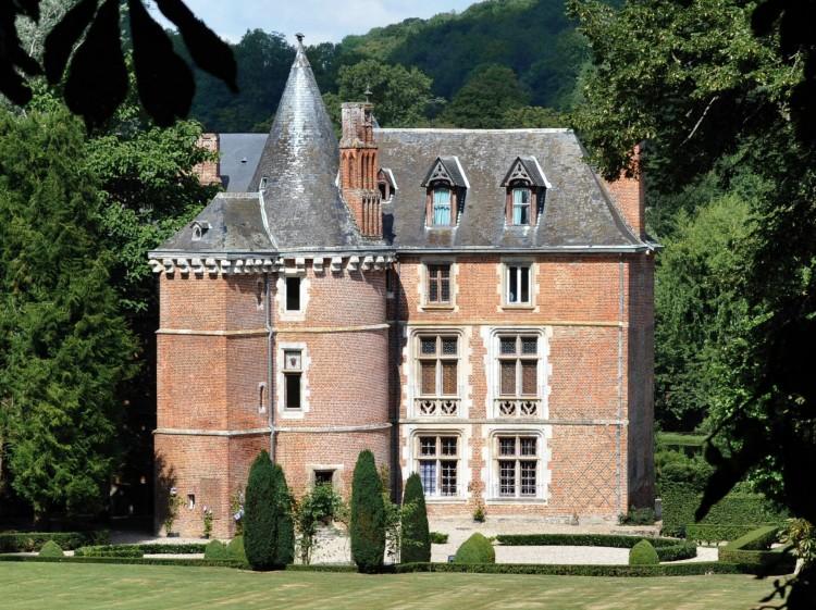 White Queen Manor