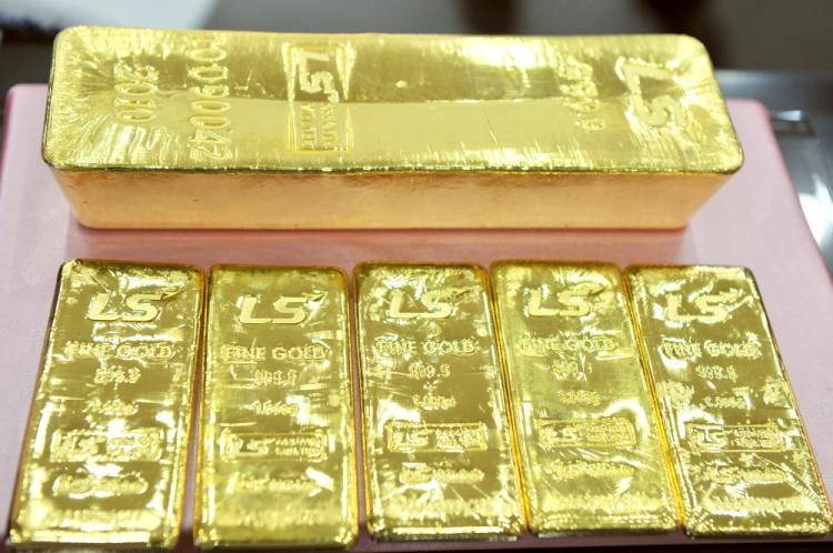 A pure 12.5-kg gold bar (top) and 1 kg gold bars produced by South Korean metal refiner LS-Nikko are displayed at an exhibition center in Goyang, northwest of Seoul, on September 30, 2010. (Jung Yeon-Je/AFP/Getty Images)