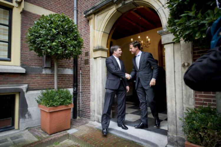 Prime Minister Mark Rutte says farewell to his predecessor Jan Peter Balkenende (L) on Oct. 14, 2010, at the doorstep of the prime ministers' office in The Hague.  (Valerie Kuypers/AFP/Getty Images)