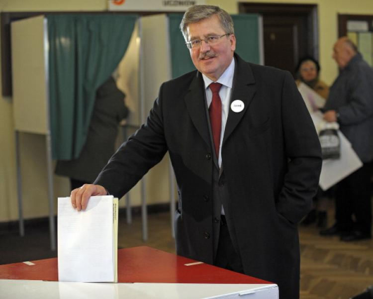 President Bronislaw Komorowski casts his ballot in a polling station in Warsaw on Nov. 21, 2010 during Poland's local elections.  (Janek Skarzynski/AFP/Getty Images)
