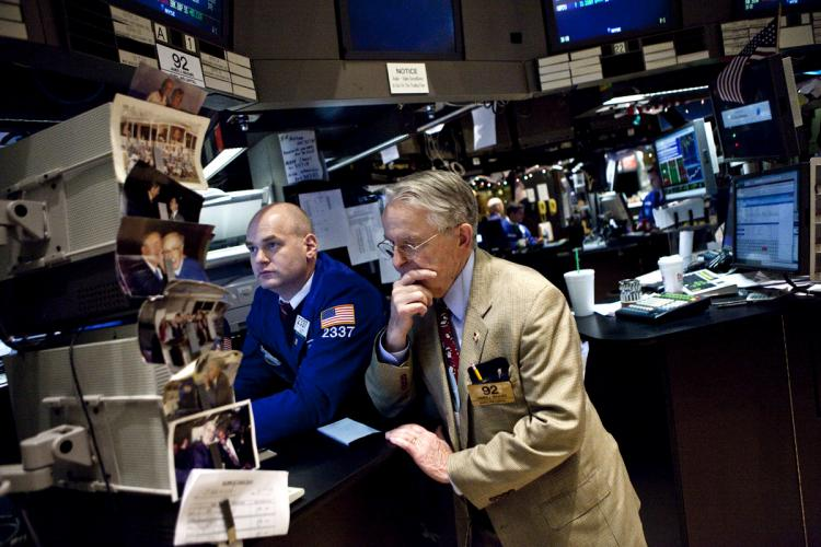 LOOKING FOR DIRECTION: Traders work on the floor of the New York Stock Exchange last week. U.S. stocks will look to the fourth-quarter earnings season, which begins this week, for direction on the U.S. economy.(Ramin Talaie/Getty Images)