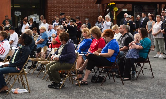 People attending the 911 commemorative service in Deerpark on September 11. (Yvonne Marcotte/Epoch Times)