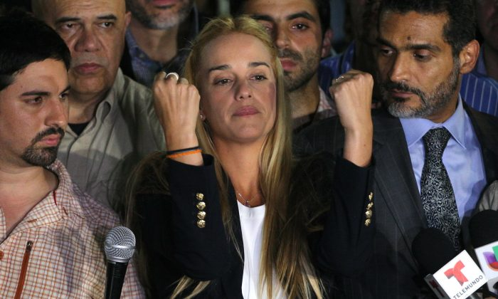 Lilian Tintori, wife of jailed opposition leader Leopoldo Lopez, center, gestures during a news conference at Bolivar square in Chacao municipality, in Caracas, Venezuela, Thursday, Sept. 10, 2015. (AP Photo/Fernando Llano)