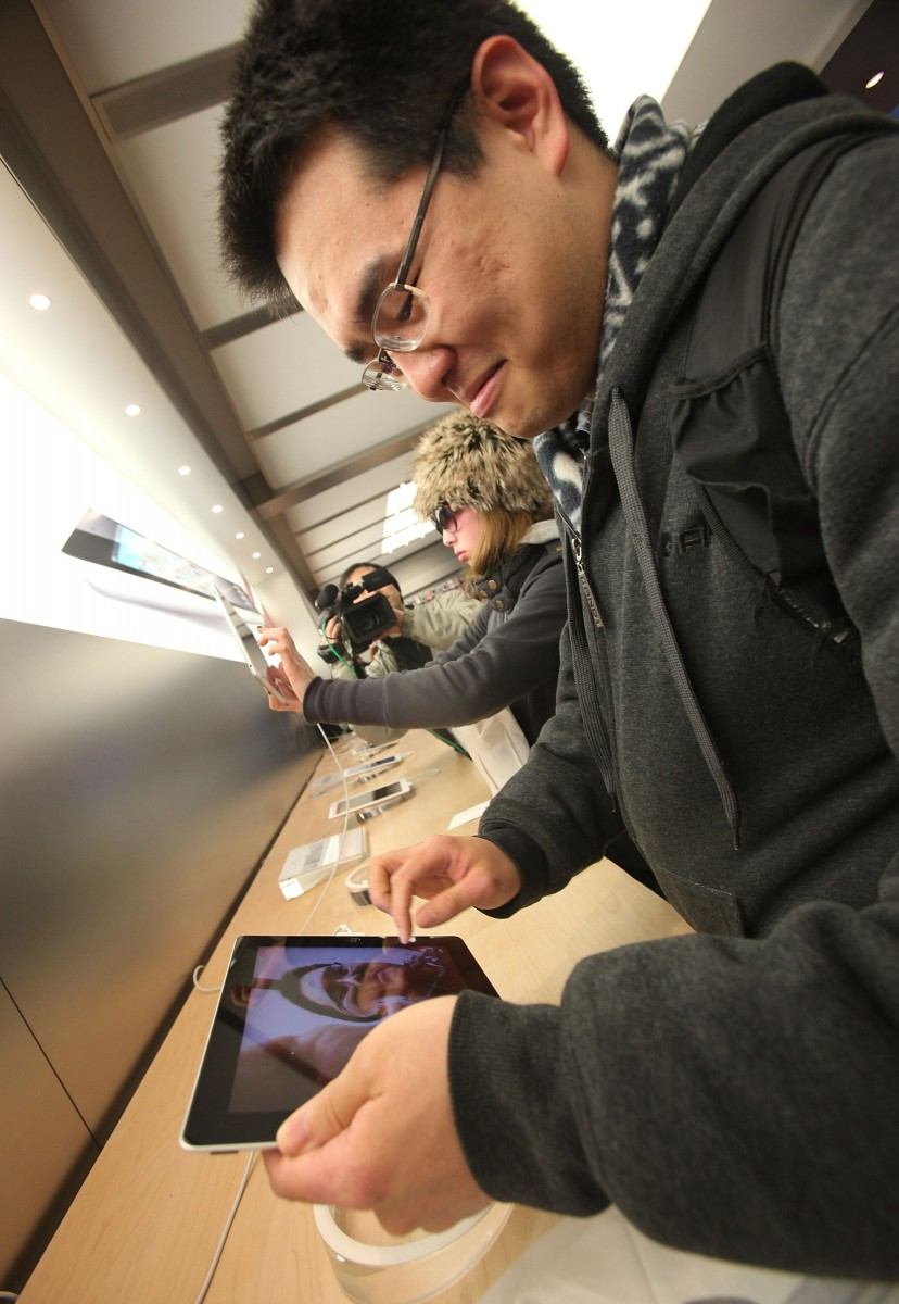 Customers try out the the new iPad 2 shortly after it went on sale at the Fifth Avenue Apple store March 11, 2011 in New York City. (Getty Images)