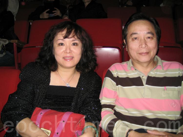 Mr. Yang Jin-Ken, and his wife, at the Shen Yun performance in Taipei. (Li Yuan/The Epoch Times)