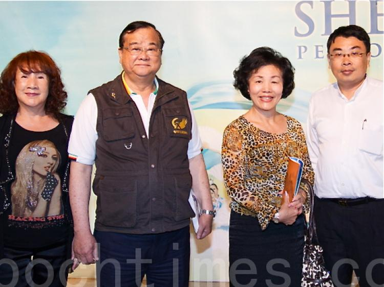 Ms. Dai Meiho, Chairwoman of Tainan City Embroidery Association (2nd R), and Mr. Su Chiumu, (2nd L) Chairman of Tainan City Elite Club, and Mr. Su's wife (1st L).  (Cheng Soonly/The Epoch Times)