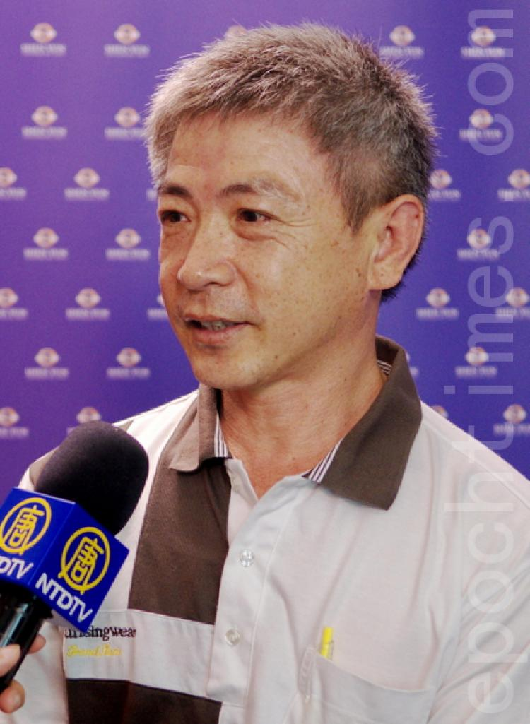 Mr. Ye Chan-yuan, chairman of Taiwan cypress, watched Shen Yun Performing Arts International Company's first show in Changhua on the evening of April 16. (Li Yuan/The Epoch Times)