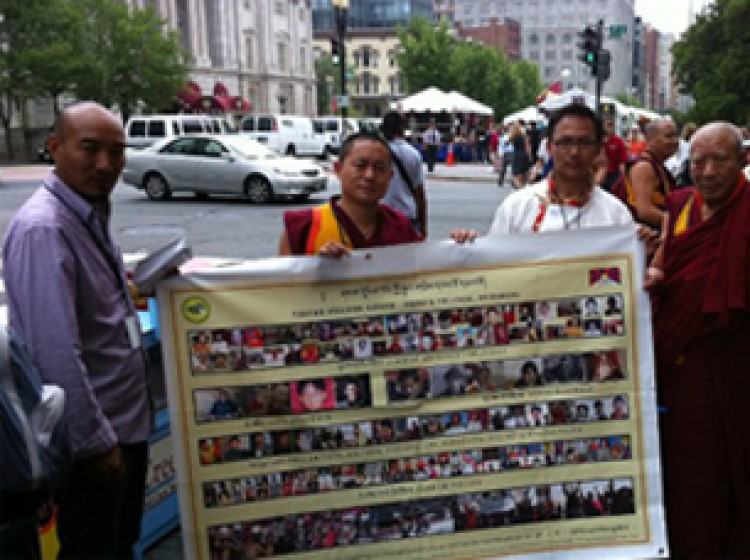 Overseas Tibetans seeking support for their beleaguered country. (Voice of Tibet/RFA photo)