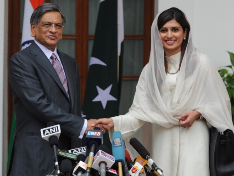 Pakistan Foreign Minister Hina Rabbani Khar (R) shakes hands with Indian Foreign Minister S. M. Krishna (L) prior to a meeting in New Delhi on July 27, 2011. (Prakash Singh/AFP/Getty Images)