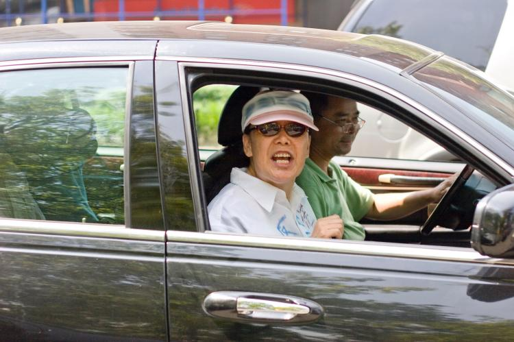 Court Adjourned: One of the Flushing assailants screams out of the window of a car following a court hearing on July 18. (Dayin Chen/The Epoch Times)