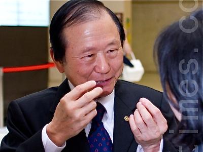 Mr. Ching-Cheng Ku, past governor
