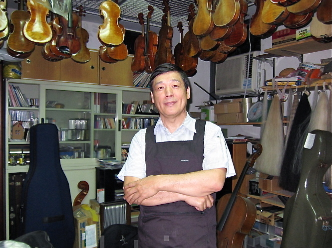 Mr. Baroque Wang, a renowned violin restoration master