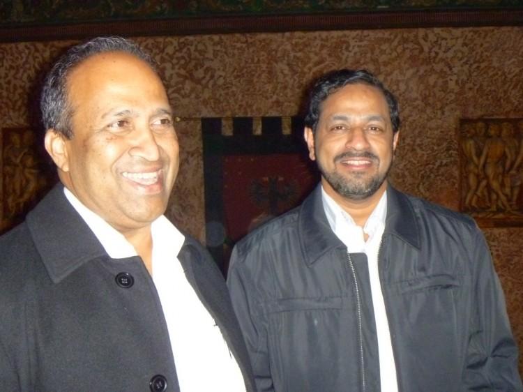 Fathers Thomas Kuruenthanam and Father George Azhakath attend Shen Yun